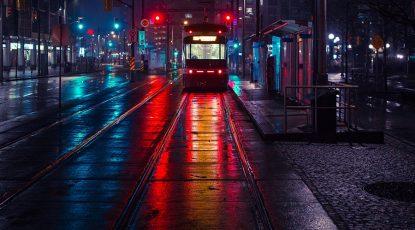 Straßenbahn in der Nacht; filip-mroz-531492-unsplash