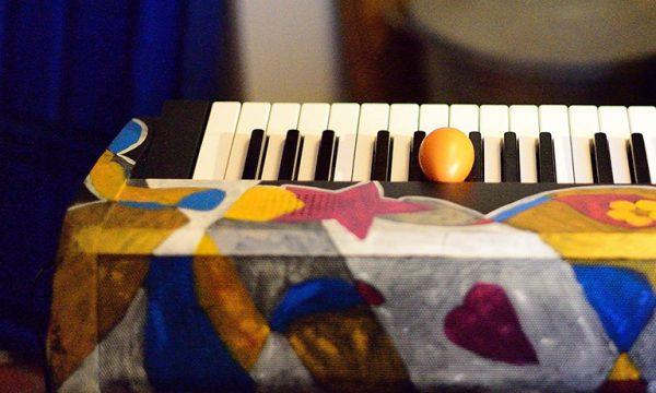 MANUKAI Mein buntes Klavier. Foto: Walter Koschinski