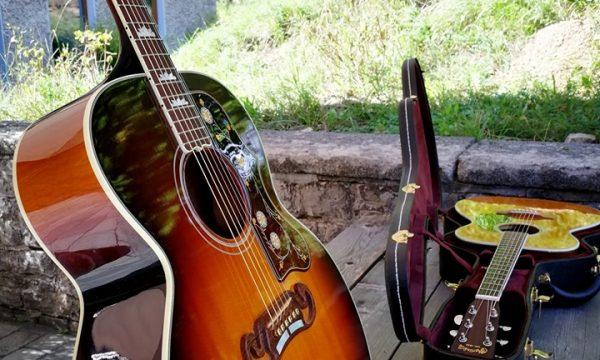 Songwriting mit Christina Lux 2019 - Gitarren-Ausstellung ;)